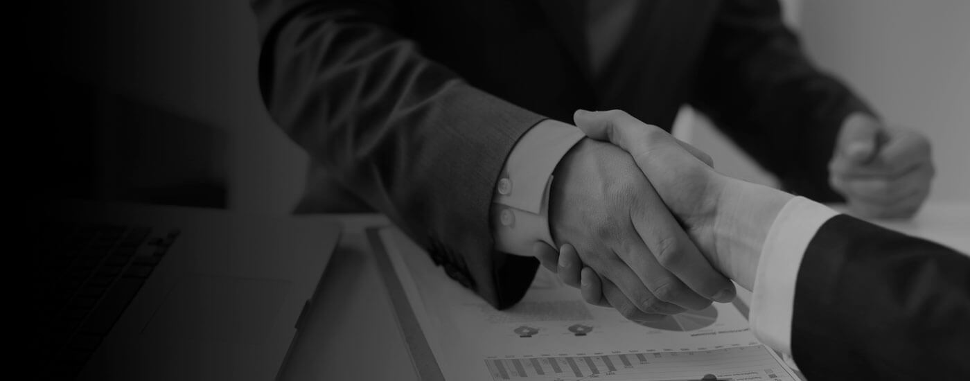 Businessmen shaking hands after discussing Business Owner Visas for migrate to Perth, Australia