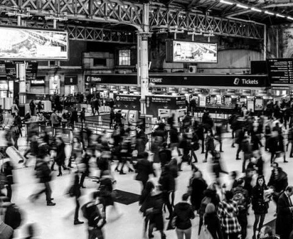 Snapshot of bodies walking through a Victoria station
